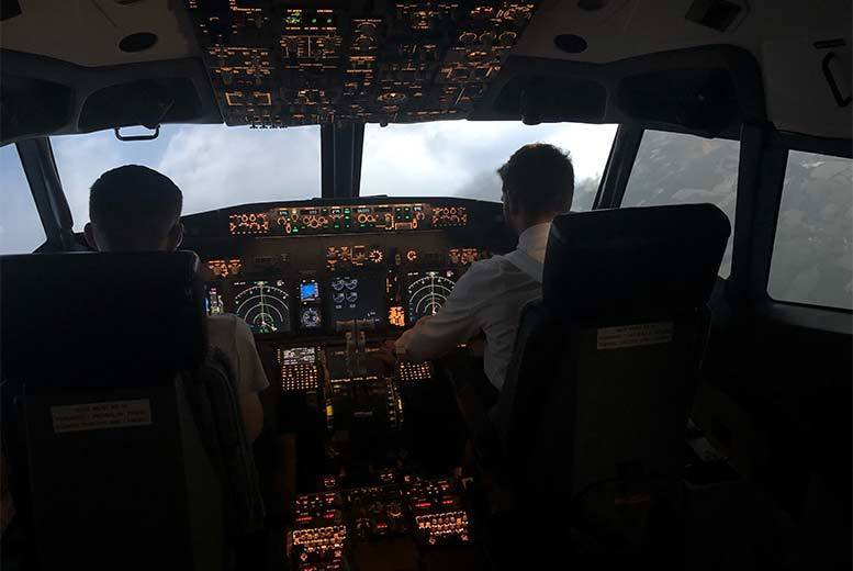 Activities: 30-120min Flight Simulator Experience for 1 or 2