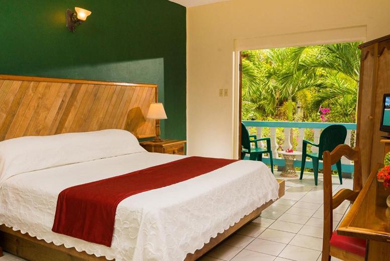 Long Haul & Cruises: 7-14nt Jamaica Beachfront Escape & Flights - Seven Mile Beach!
