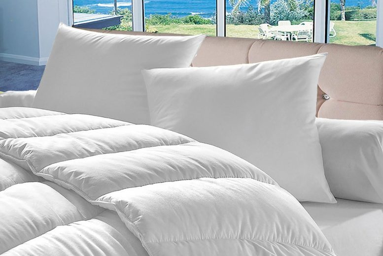 10.5 Tog Duvet Set with Four Pillows – 4 Sizes! (£11.99)