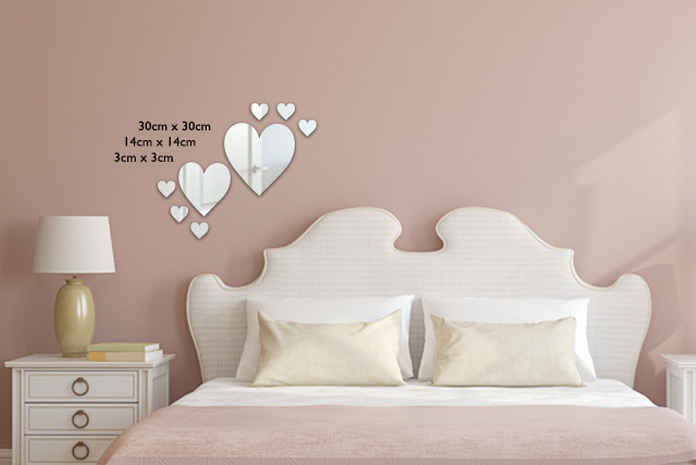 £7.99 (from Mungai Mirrors) for a personalised heart mirror or £8.99 for a heart mirror pack – beating hearts be still and save up to 63%