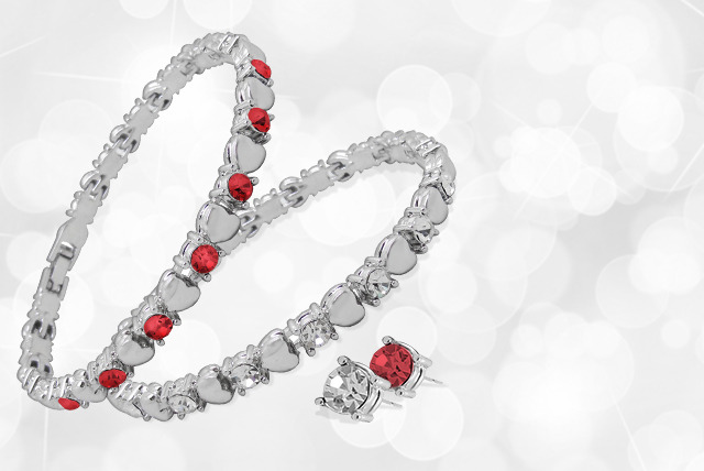 £10 instead of £60 (from Cian Jewels) for a Swarovski Elements heart tennis bracelet, £14 for a bracelet & earring set - save up to 83%