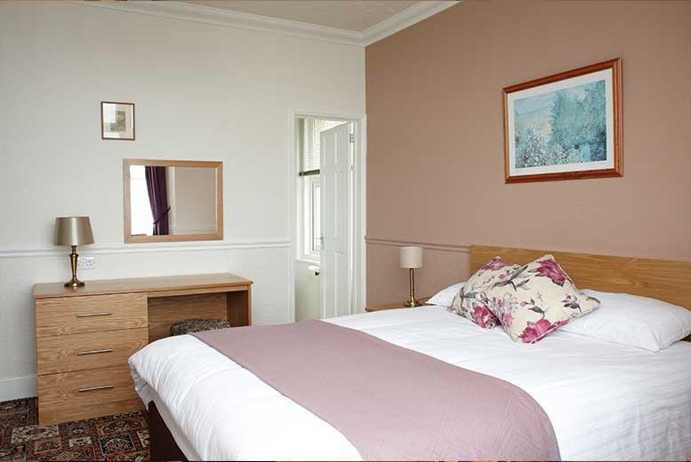 £89 instead of up to £208 (at The Clifton, Shanklin) for a 2nt break for 2 people inc. breakfast, £129 for 3nts - save up to 57%