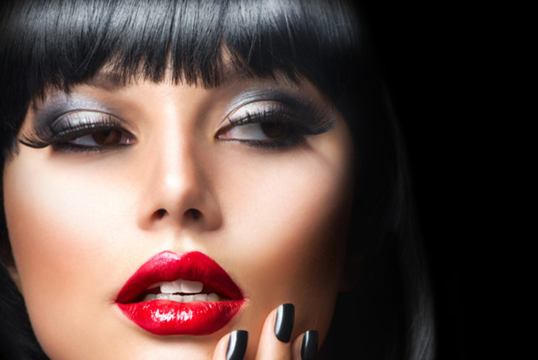 £19 instead of £150 for a 3-hour MAC makeup masterclass at Gloss Academy, Limehouse - save 87%