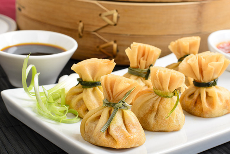 £19 instead of up to £39.10 for 6 dim sum dishes to share between 2 people plus a glass of Prosecco each at Noodle Street, Docklands - save up to 51%