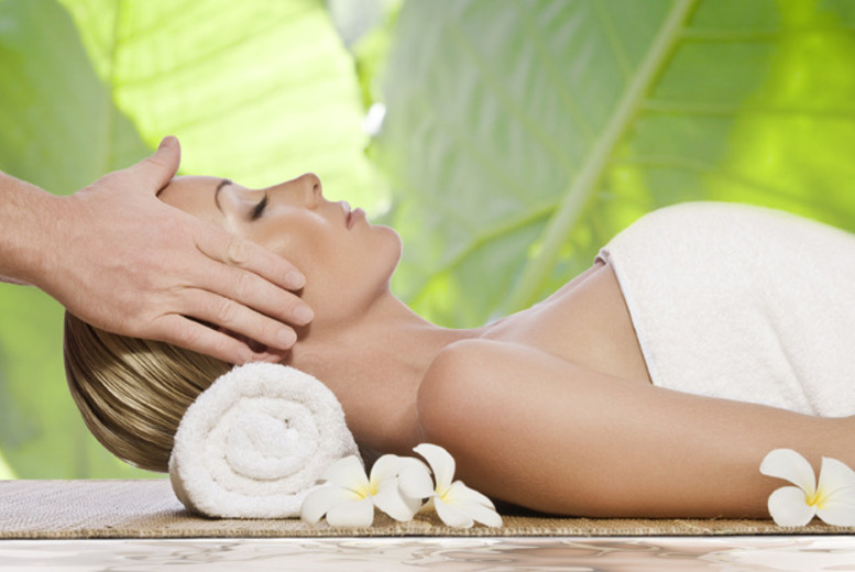 £19 instead of £48 for a pamper package with a facial plus a back, neck and shoulder massage at Lazer Clinic - save 60%