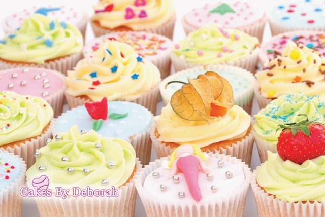 cakesbydebs - Decorating Cakes