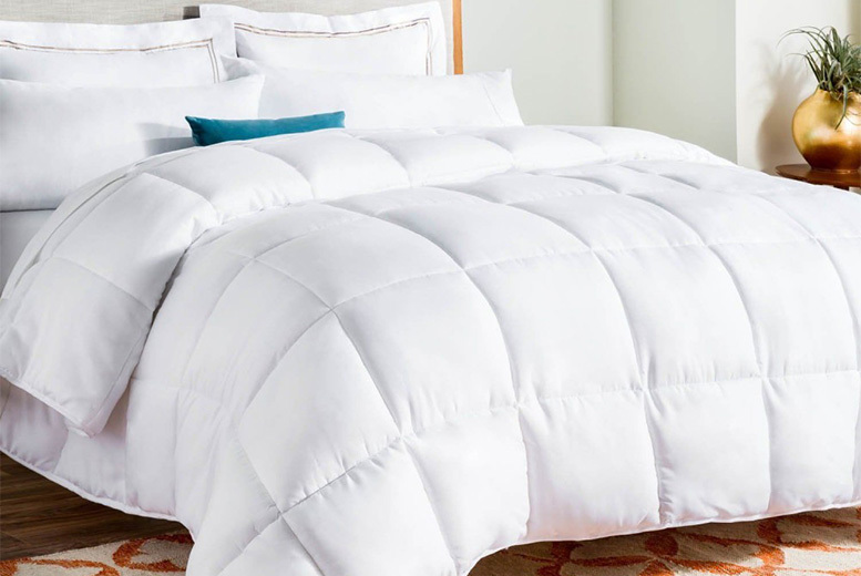 Goose Feather & Down Duvet – 13.5 or 15 Tog & 4 Sizes! (£21.99)