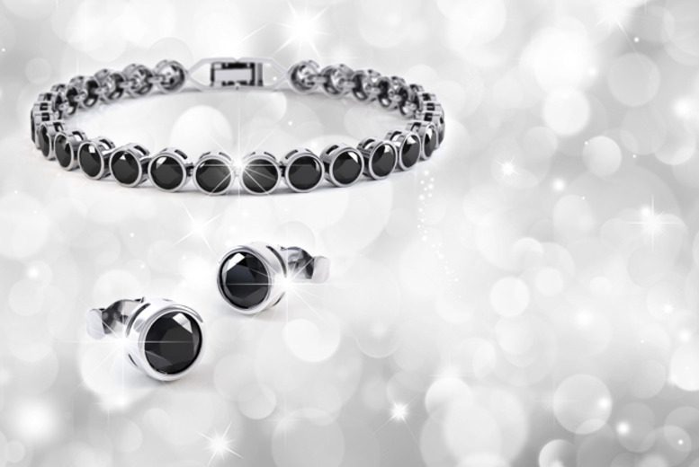 £12 instead of £89 (from Rocks of London) for a Swarovski Elements crystal tennis bracelet and earring set - save 87%