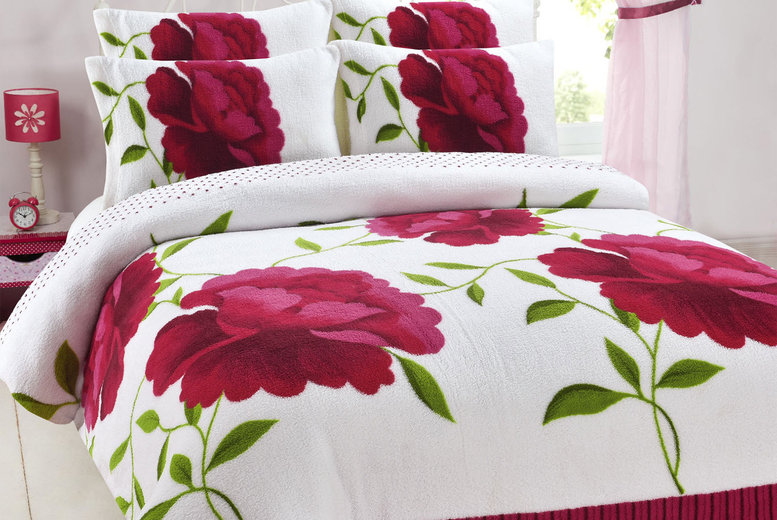 £19.99 instead of £45.01 (from Ehome Store) for a single teddy fleece floral duvet cover set, £23.99 for a double duvet cover set, £26.99 for a king duvet cover set and £29.99 for a super king duvet cover set – save up to 56%