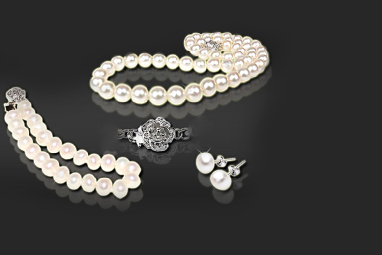 £19 instead of £150 (from Athena Fashion) for a freshwater pearl tri set featuring necklace, bracelet and earrings - save 87%
