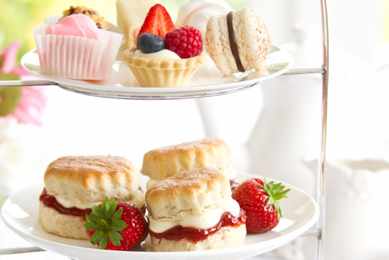 £14 instead of £30 for an afternoon tea for 2 people including 2 cocktails each at the Beresford Lounge, Glasgow - save 53%