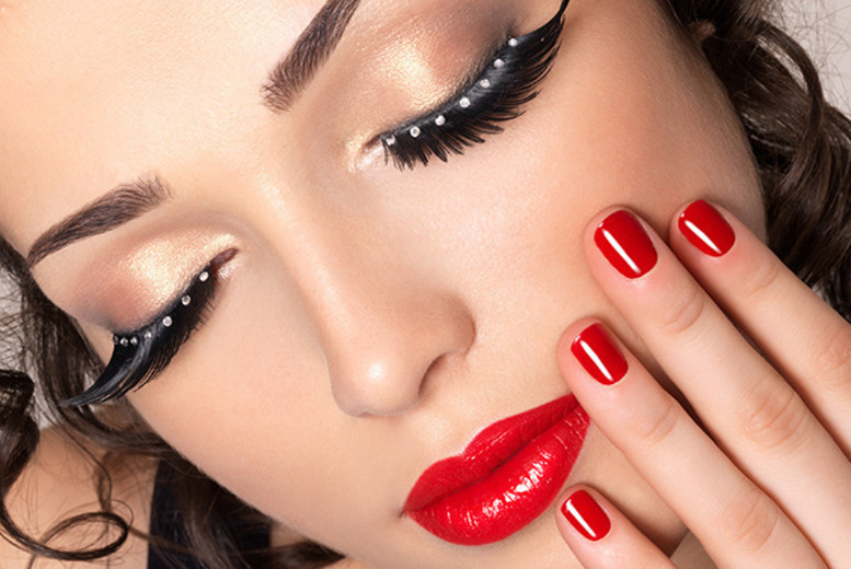 £29 instead of £150 for a 3-hour makeup masterclass using MAC products at the London Makeup Studio, Paddington - master makeup secrets and save 81%