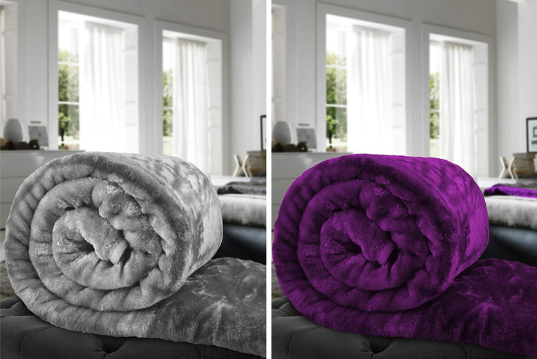 £8.99 instead of £49.99 (from Fusion Online) for a large luxury faux fur throw – choose your colour and save 82%