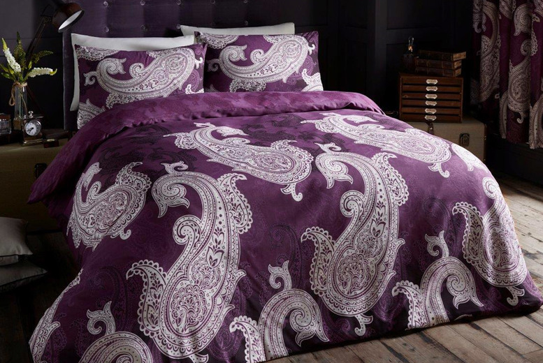 £7.99 instead of £38.95 (from Victoria) for a single paisley duvet cover set, £9.99 for a double paisley duvet cover set, £11.99 for a king size paisley duvet cover set, or £13.99 for a super king size paisley duvet cover set – save up to 79%