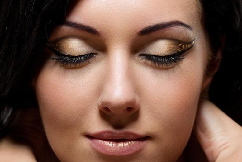 £19 for a full set of flared cluster eyelash extensions at Purely Therapy Spa, Kew