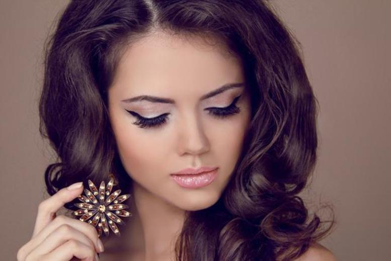 £14.99 instead of £71 for a full set of Hollywood lashes, lash tint, eyebrow tint and brow wax at Fine Physique, Pudsey - save 79%