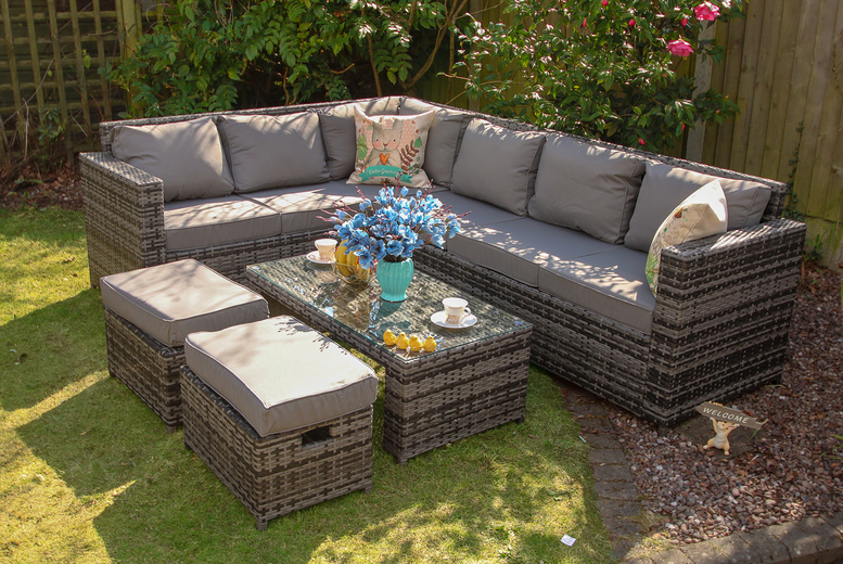 Yakoe 8-Seater Barcelona Rattan Garden Furniture Set (£679)