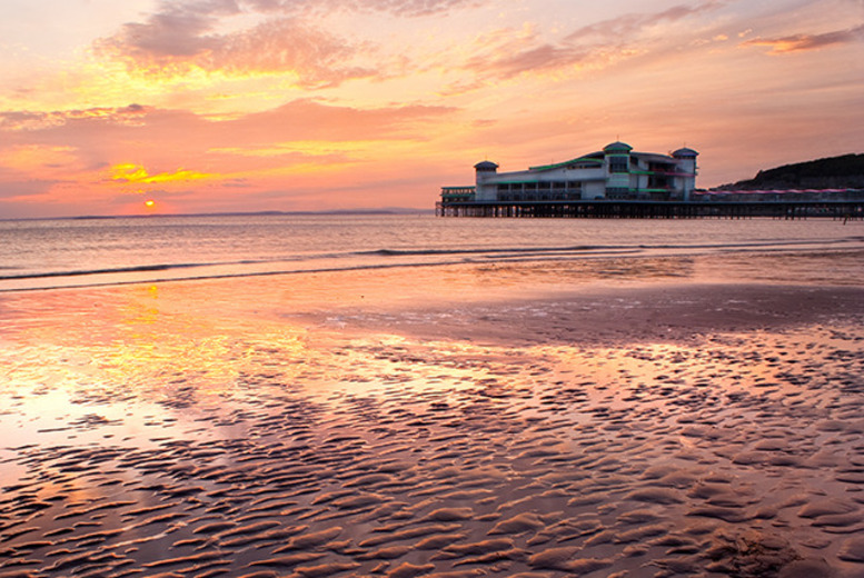 £79 instead of up to £138.60 (Royal Hotel, Weston Super Mare) for a 1nt seaside break for 2 inc. dinner with wine, £119 for 2nts - save up to 43%
