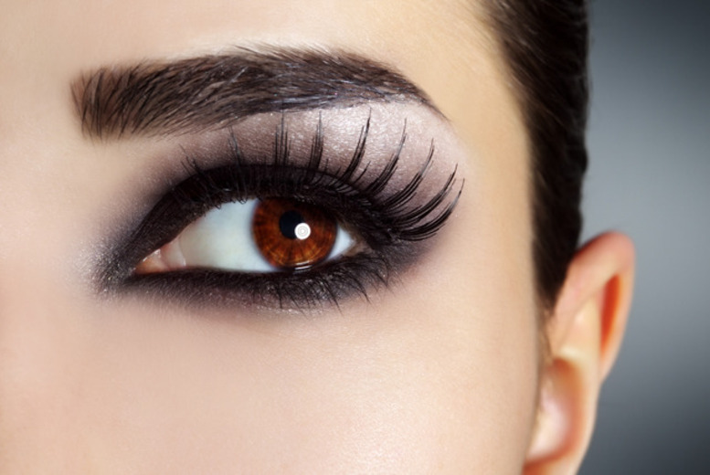 £19 instead of £50 for a full set of semi-permanent eyelash extensions at Glamor Eyes, Holborn - save 62%