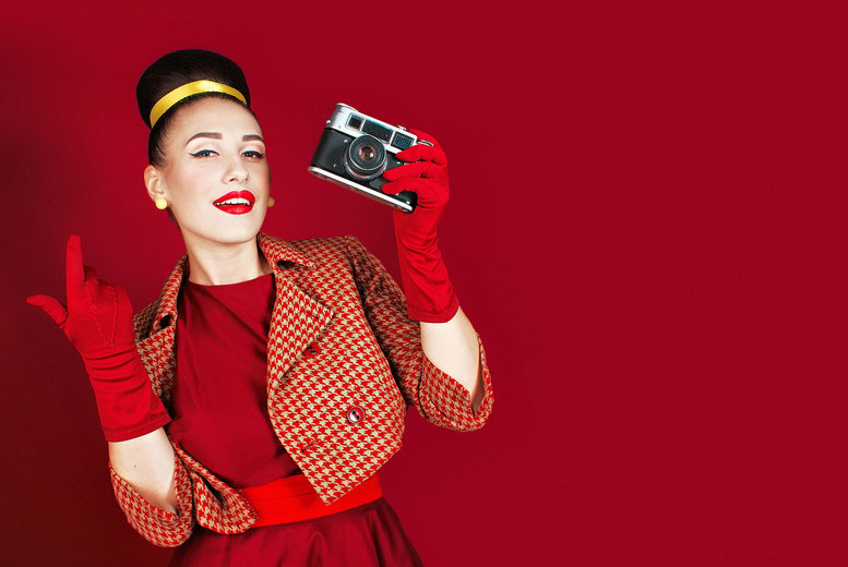 """£10 instead of £150 for a pin up Peggy Sue style photoshoot at Nicola Bald Photography, Edinburgh including a digital screen saver, a 6x4"""" image and a key ring - save 93%"""