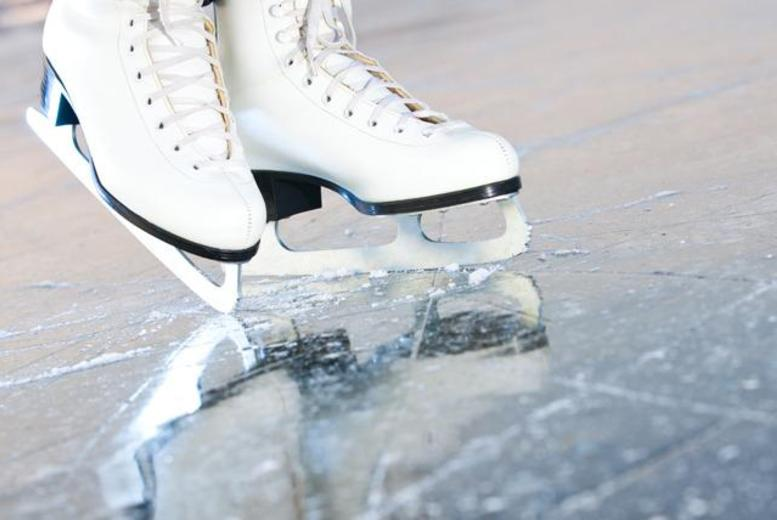 £6 for an up to 90-minute ice skating session for 2 including skate hire, or £10 for 4 people at Ice Quest, Malvern