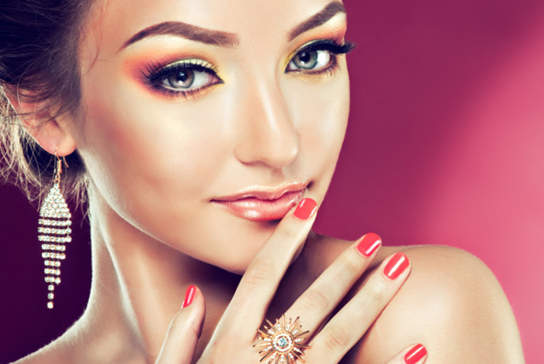 £12 instead of £25 for a gel nails manicure, or include a pedicure for £15 at Foxy (Mobile) Beauty, Birmingham - save up to 52%