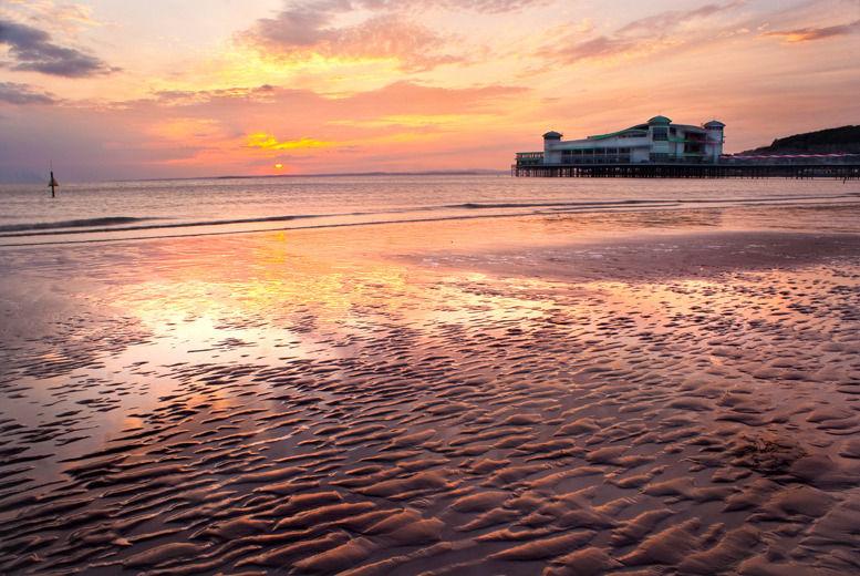 £79 instead of up to £138.60 (Royal Hotel, Weston-super-Mare) for a 1nt seaside break for 2 inc. dinner with wine, £119 for 2nts - save up to 43%
