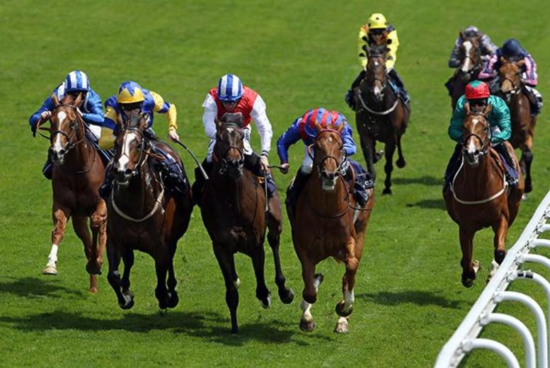 £18 for two Father's Day raceday tickets inc. car park pass and raceday programme at Doncaster Racecourse - bring up to 6 under-18s for free and save 40%