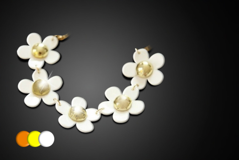 £12 instead of £29.99 (from Marcus Emporium) for a daisy chain necklace in a choice of colours - get floral and save 60%
