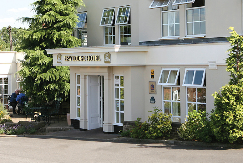 £109 (from Great Little Breaks) for an overnight stay for 2 at the 4* Yew Lodge Hotel including breakfast, 3-course dinner and Prosecco - save up to 36%