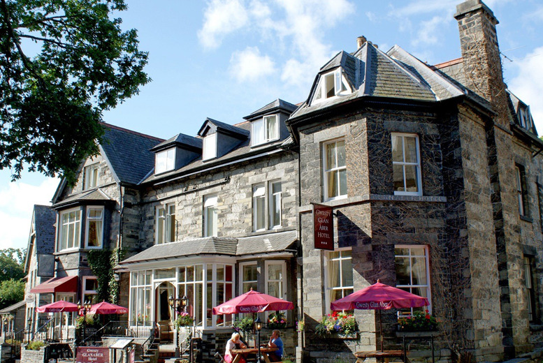 £59 instead of up to £129 (at Glan Aber Hotel) for 1nt for 2 people inc. b'fast & £10 dinner voucher, £99 for 2nts - save up to 54%