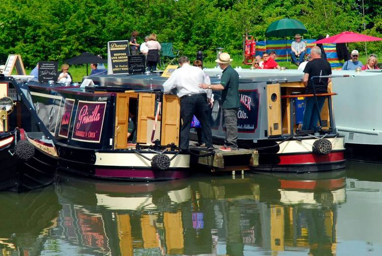 £5 instead of £10 for one adult ticket to the Crick Boat Show and Waterways Festival on Monday 26 May 2014, Crick Marina - save 50%