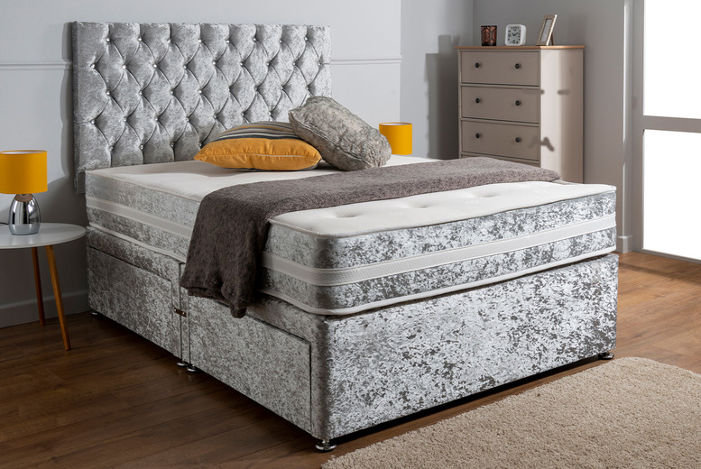 From £139 instead of £459.99 for a Chesterfield crushed velvet Divan bed in silver, champagne, black and white from SleepyN – save up to 70%