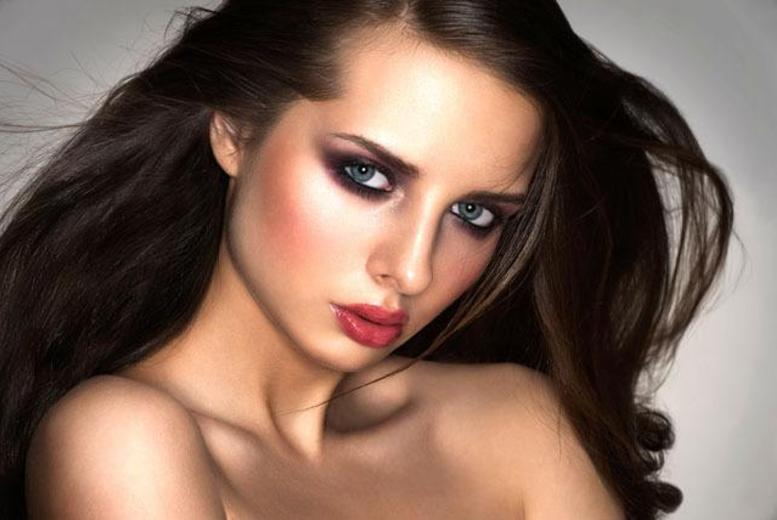 £19 for a 2hr MAC smoky eye makeup masterclass inc. MULA lipstick & MAC eye pencil to take home at Makeup London Academy, Camden - save 81%
