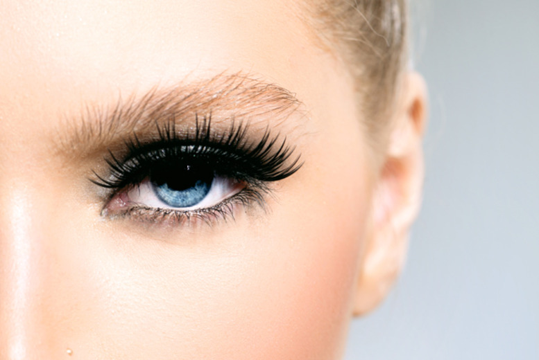 £19 for a full set of DVA individual eyelashes, £34 to inc. brow shape & tint at DVA Beautique, Westfield Stratford or Shepherd's Bush - save up to 65%