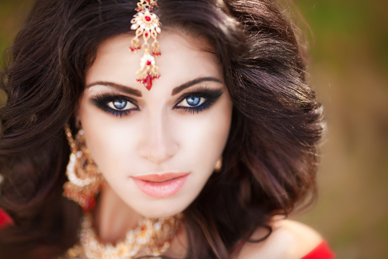 £99 instead of £900 for a 3-day bridal makeup course from Gloss Academy, Bromley-by-Bow - save 89%