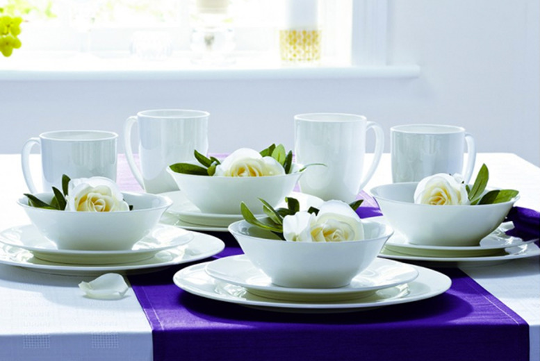 £29.99 instead of £57.98 (from Dinner WareHouse) for a 16-piece fine bone china dinner set - save 48%