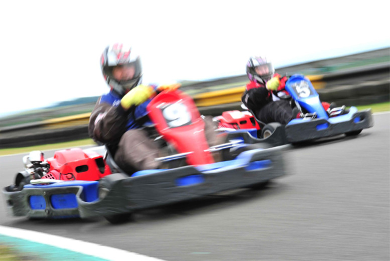 £17 instead of £34 for a 25-lap 'Sprint-Race' outdoor go-karting experience for 1 or £33.50 for 2 at Knockhill Racing Circuit - save up to 50%