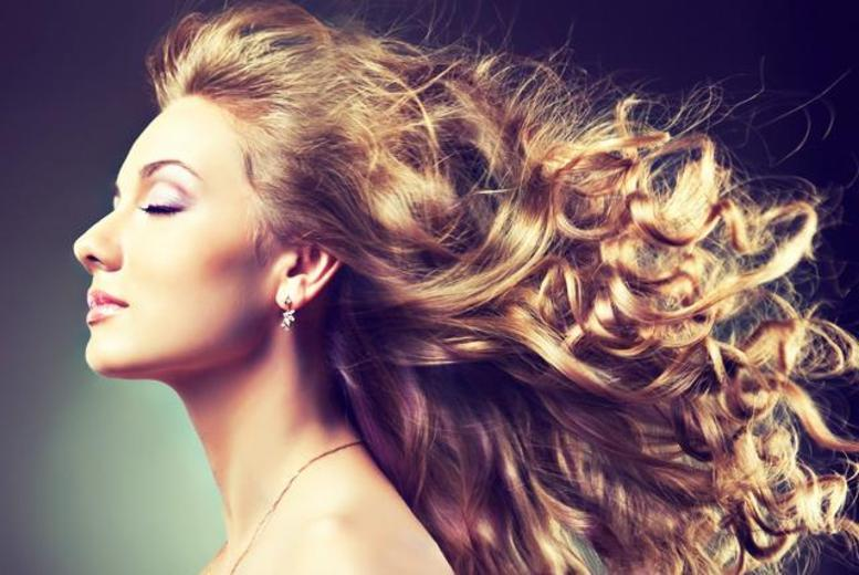 £21 instead of £54.50 for a half head of foil highlights, deluxe conditioning treatment and blow dry at Fabulous Hair & Beauty, Longton - save 61%