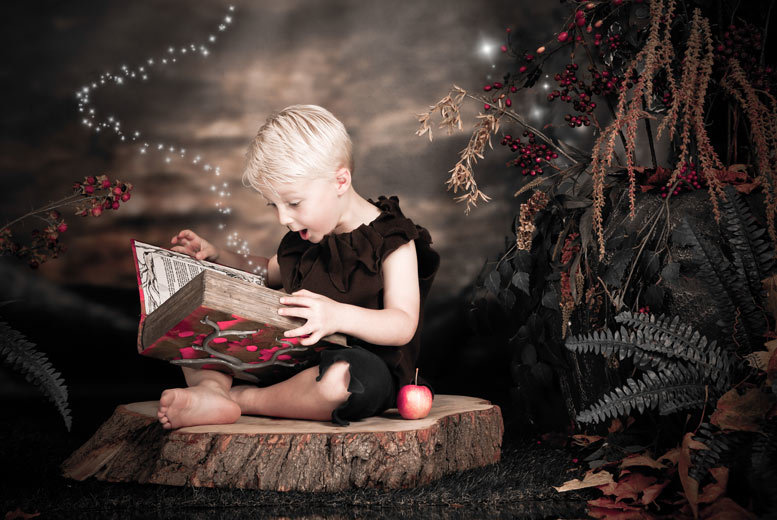 £15 instead of £180 for a fairy and elf photoshoot including two prints and two £50 vouchers at Enchanted By Click - choose from over 50 studio locations and save 92%