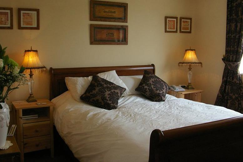 £99 for a 2nt break for 2 inc. a 3-course dinner and breakfast, £149 for 3nts with Prosecco at The Crown at Hopton - save