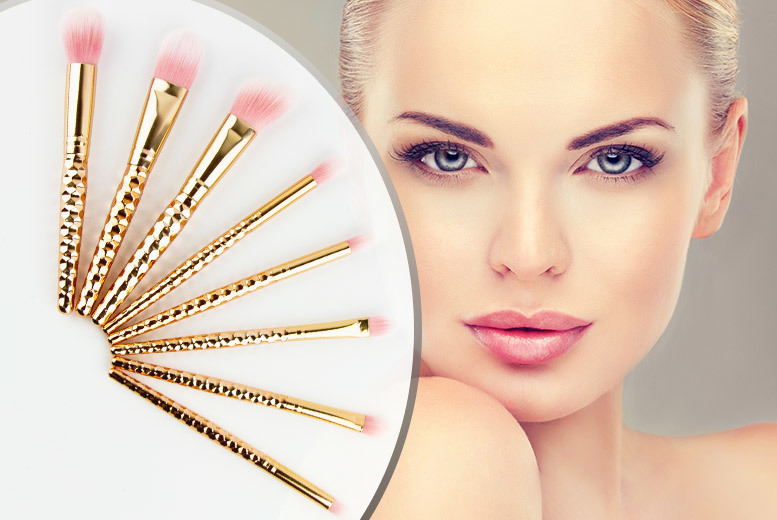 £9.99 instead of £77 (from Forever Cosmetics) for an eight-piece rose gold unicorn makeup brush set - save 88%