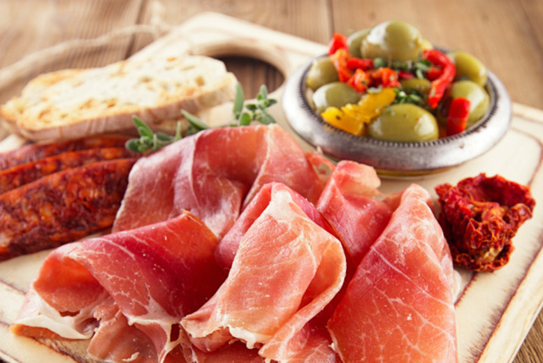 £14 for a bistro platter & two glasses of wine for 2, £19.99 for a bottle of wine to share at Pall Mall, Charing Cross