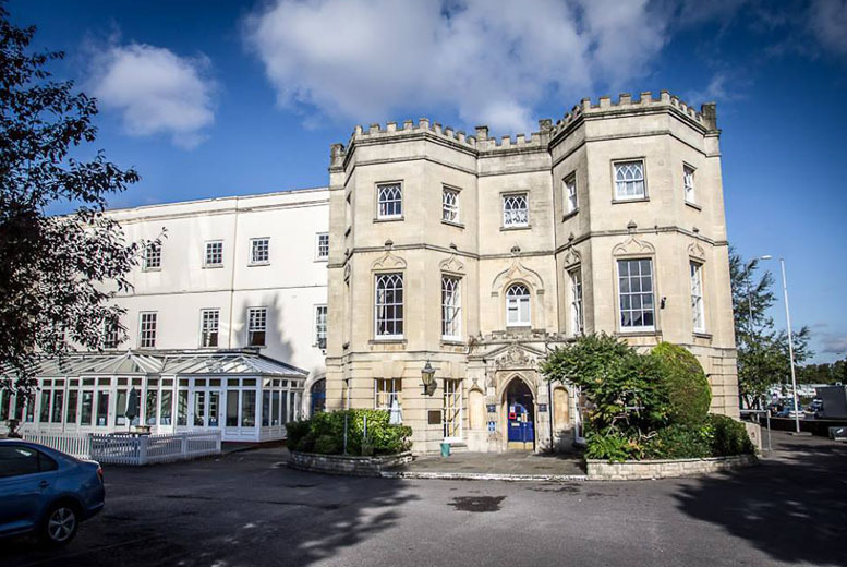 £99 instead of up to £161.04 (at Arnos Manor, Bristol) for a 1-night stay for 2 adults and 2 kids inc. breakfast and Bristol Zoo tickets - save up to 39%