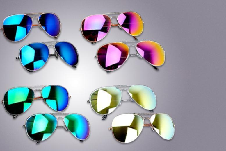 £5 instead of £39.99 (from Fizzy Peach) for 2 pairs of aviator sunglasses - save 87%