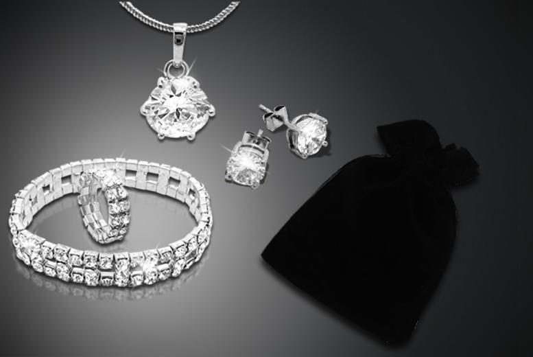 £16 instead of £200 (from Cian Jewels) for a 5-piece luxury solitaire gift bag inc. necklace, earrings, bracelet, ring and mystery gift - save 92%