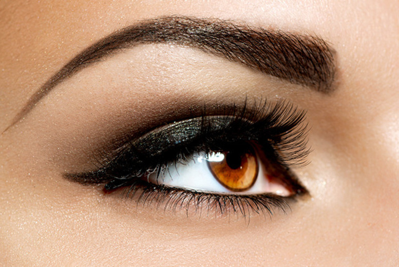 £19 instead of £41 for a set of semi-permanent Glamlash Flash eyelash extensions and an eyebrow wax at Glamournique@chique, Edinburgh - save 54%