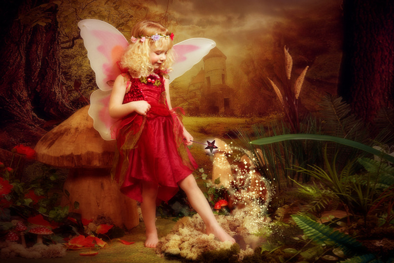 £10 instead of up to £22 for a fairy or pirate photoshoot for up to 2 kids inc. a photo mug and 3 keyrings at Eileen Mason Photography - save up to 55%