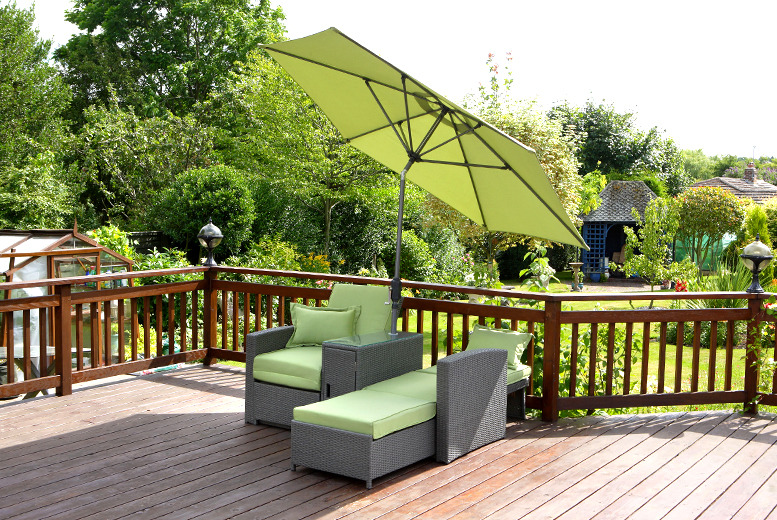 £379.99 instead of £419.99 (from Wowcher Direct) for a rattan double sun lounger with parasol - save £40