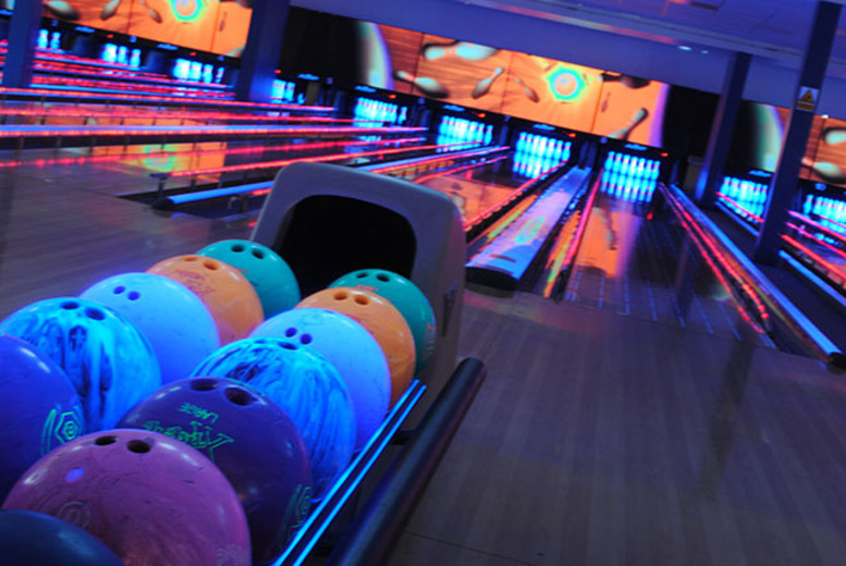 £13 instead of up to £31.50 for 60 minutes of bowling for up to 6 people inc. pizza to share at World of Bowling, Edinburgh - save up to 59%